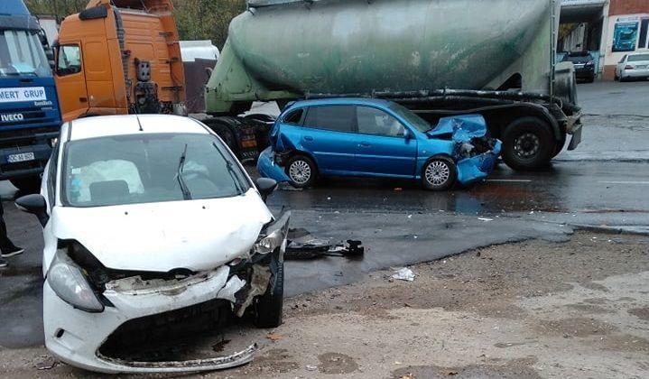 Цепное ДТП в столице: столкнулись три авто (ФОТО)
