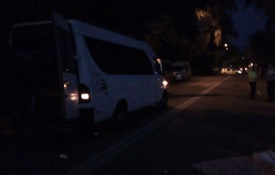 В Унгенах мужчина скончался под колёсами микроавтобуса
