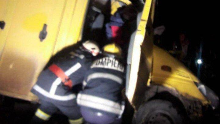 В Дрокии автомобиль врезался в дерево: есть пострадавшие