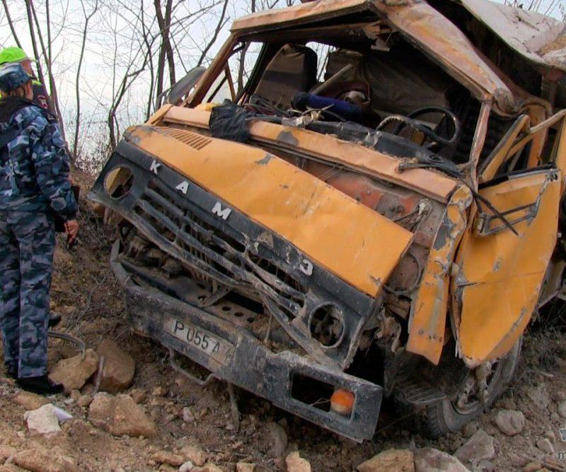 В рыбницком карьере перевернулся грузовик: водитель попал в больницу (ФОТО)