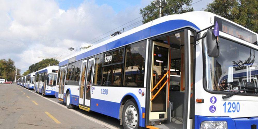 Пожилая женщина попала в больницу после поездки в троллейбусе