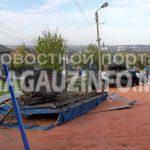Урожай на обочине: в Чадыр-Лунге перевернулся трактор с зерном (ФОТО)