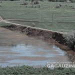 В Дезгинже трактор перевернулся с дамбы в озеро: водитель госпитализирован