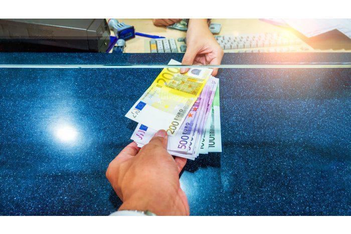 Курс основных валют: доллар и евро ждёт снижение