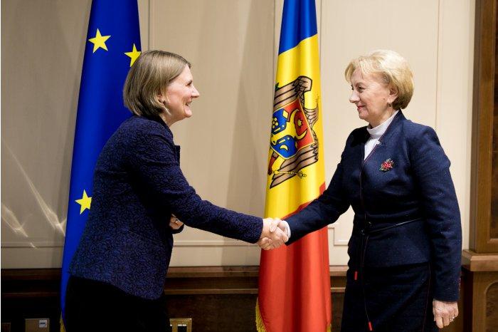 Спикер провела встречу с послом Швеции