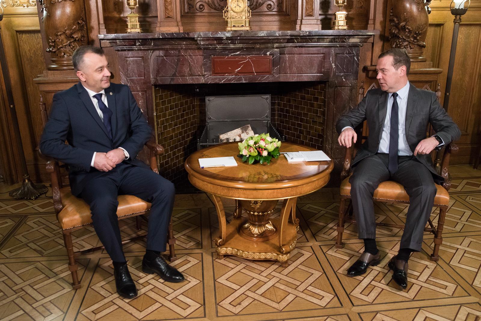Кику и Медведев встретились в Москве: о чем говорили премьеры