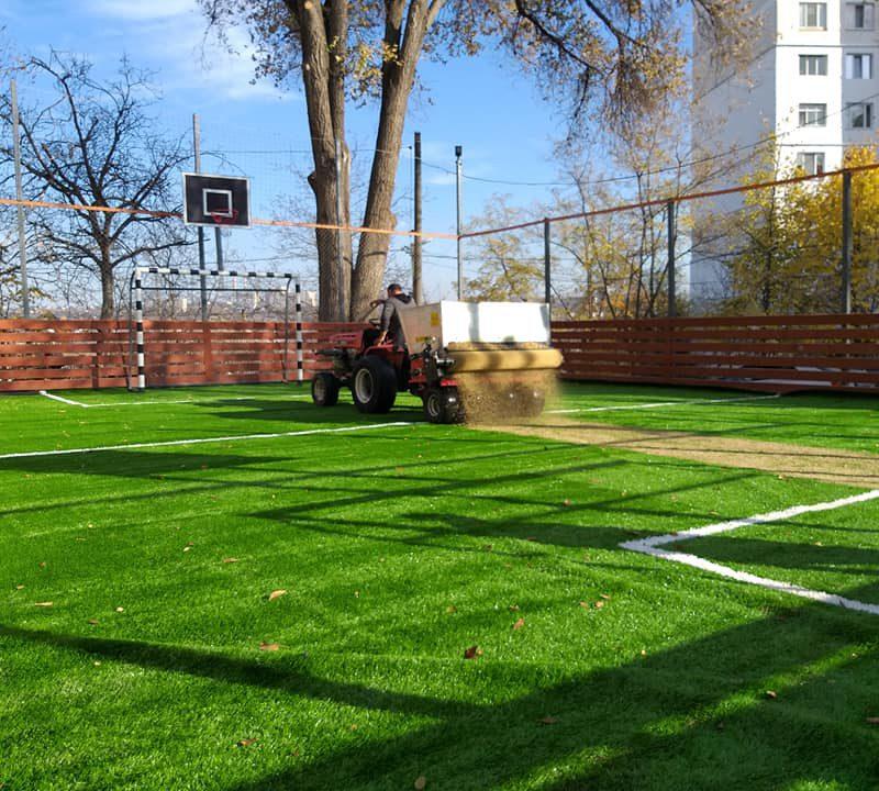 На Ботанике завершаются работы по реконструкции спортивной площадки (ФОТО)