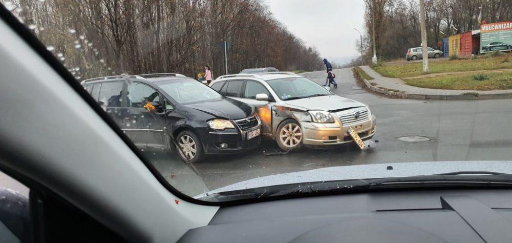 На Буюканах столкнулись два легковых авто