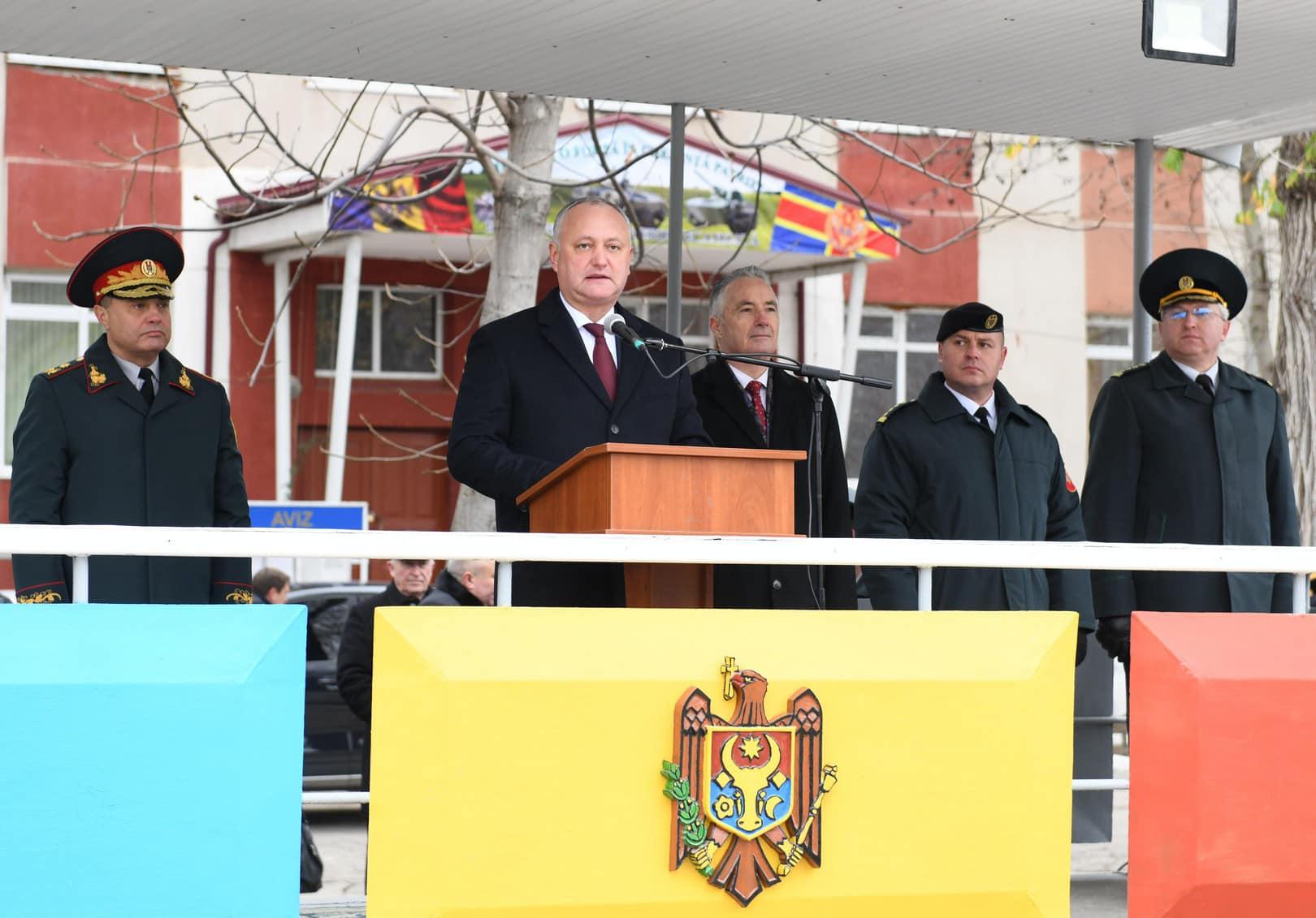 Додон: Национальная армия играет основную роль в обеспечении суверенитета и независимости Республики Молдова (ФОТО, ВИДЕО)
