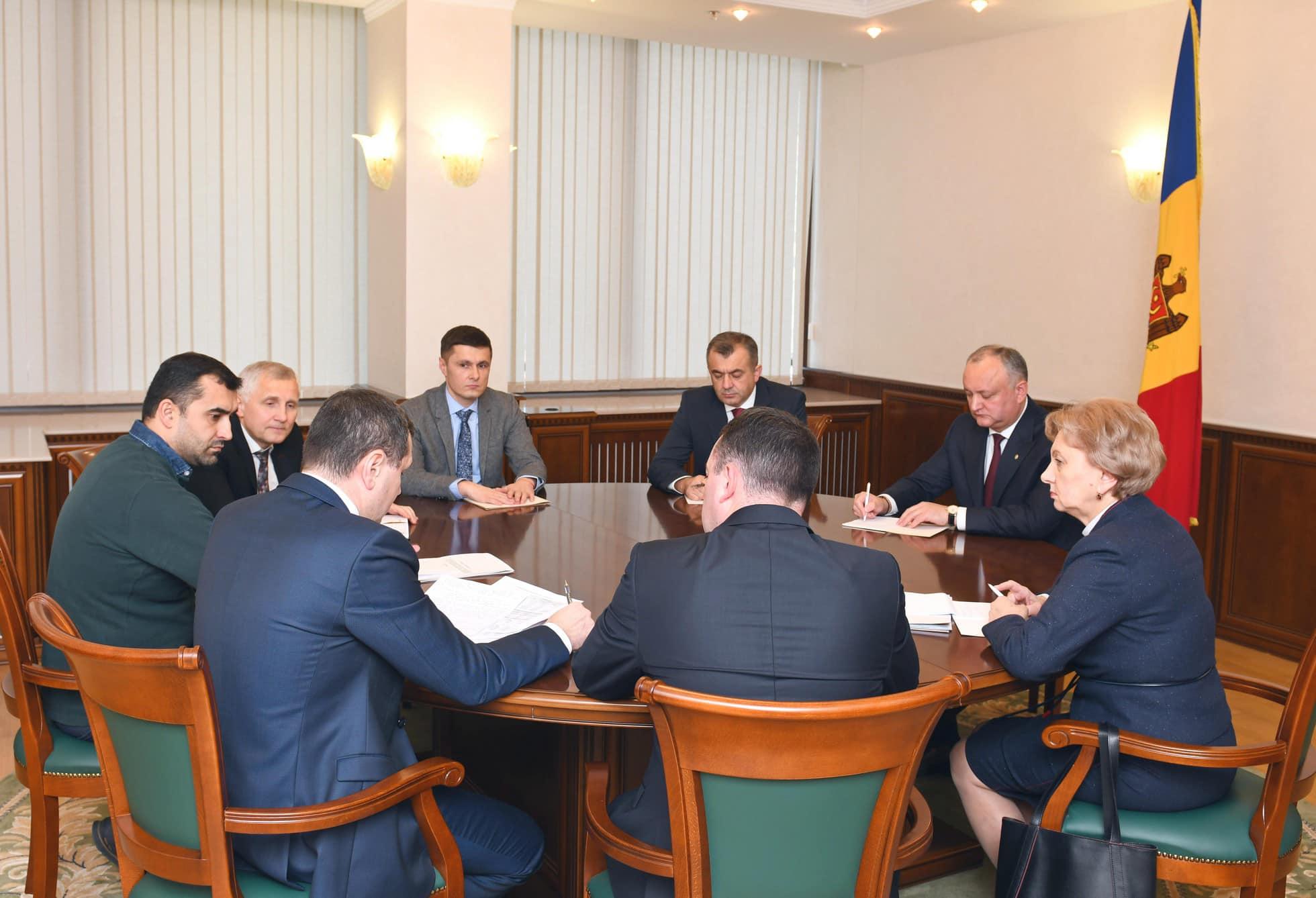 Президент, спикер и премьер провели совещание: о чем шла речь (ФОТО, ВИДЕО)