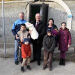 Додон навестил с подарками многодетные семьи и супругов-долгожителей (ФОТО, ВИДЕО)