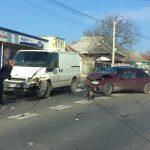 В Пересечино легковушка столкнулась с микроавтобусом (ВИДЕО)