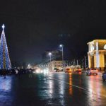 В центре Кишинева началась установка главной новогодней елки страны
