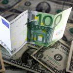 Курс валют: евро и доллар продолжают дешеветь