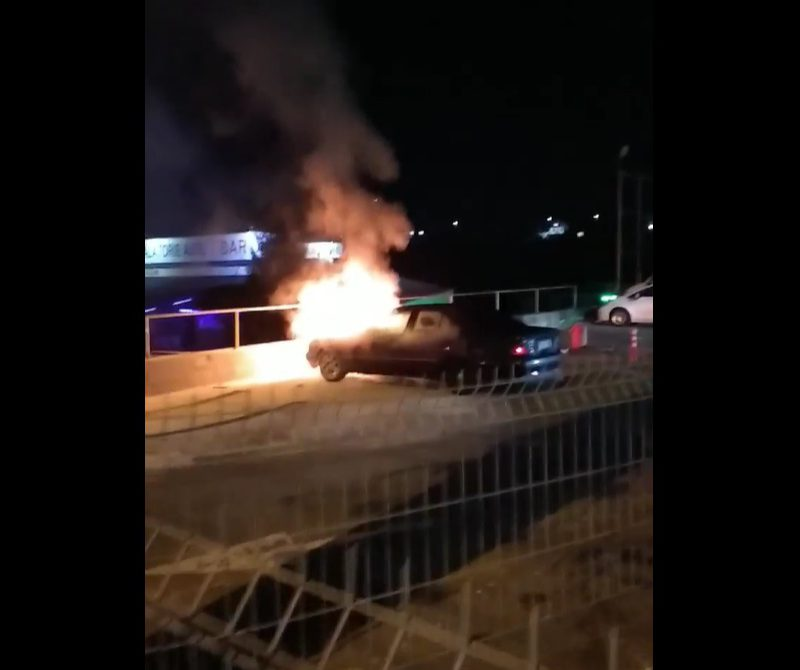 На Чеканах минувшим вечером сгорела машина (ВИДЕО)