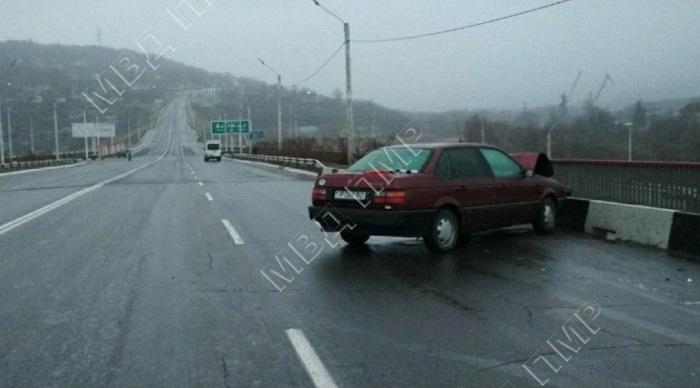 Массовая авария в Рыбнице: на мосту из-за гололёда столкнулись 6 машин