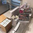 Набитые косметикой чемоданы изъяли у иностранца в аэропорту (ФОТО)