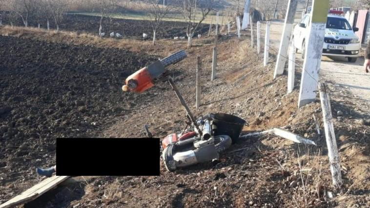 Врезался в столб: в Каушанах насмерть разбился мотоциклист