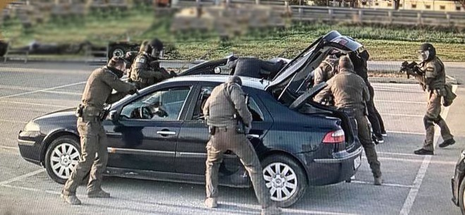 Троих членов ОПГ, торговавших радиоактивным веществом, задержали при содействии молдавских правоохранителей (ФОТО, ВИДЕО)