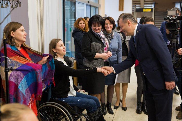 Премьер выступил с обращением по случаю Международного дня людей с ограниченными возможностями