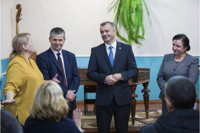 Ион Кику посетил музыкальную школу в Шолданештах