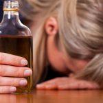 Печальная статистика: более 7 000 женщин в Молдове страдают от алкоголизма