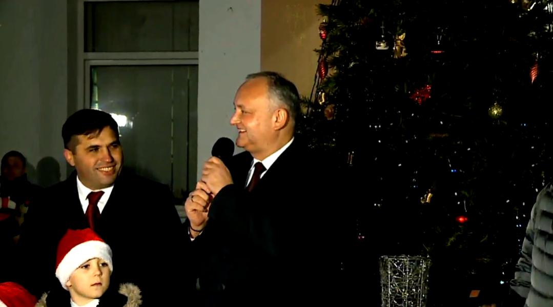 По всей Молдове дали старт новогодним праздникам с участием руководства страны