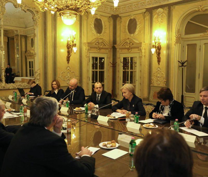 Спикер провела встречи с министром трудовых ресурсов и с государственным секретарем по налоговым вопросам Венгрии (ФОТО)