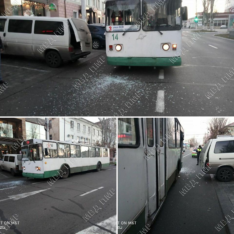 В Бендерах случилось ДТП с участием троллейбуса и микроавтобуса