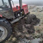 Погоня завершилась в болоте: водитель трактора пытался скрыться от полиции (ФОТО)