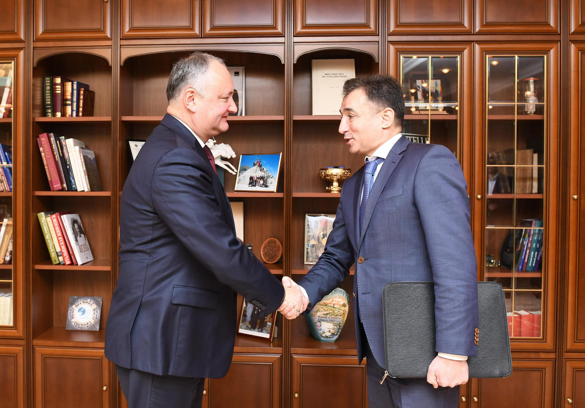 Додон провел встречу с послом Азербайджана в Молдове (ФОТО, ВИДЕО)