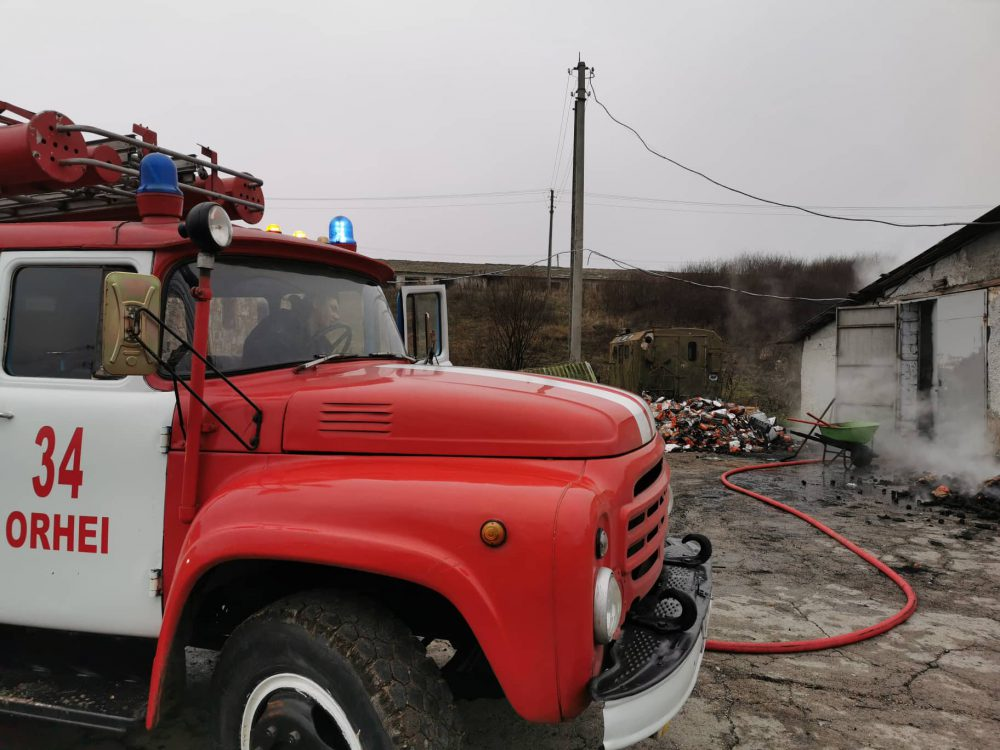 Сотрудники ГИЧС потушили пожар на угольном складе в Оргееве (ФОТО)
