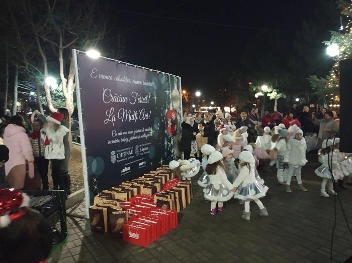 С размахом и радостью: на Рышкановке открылась новогодняя ярмарка (ФОТО)