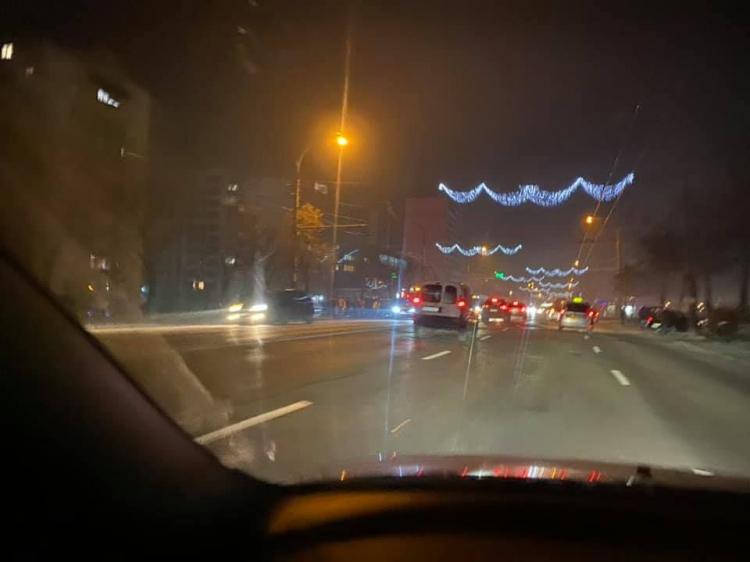 Серьезное ДТП в столице: автомобиль отбросило в дерево (ФОТО, ВИДЕО)