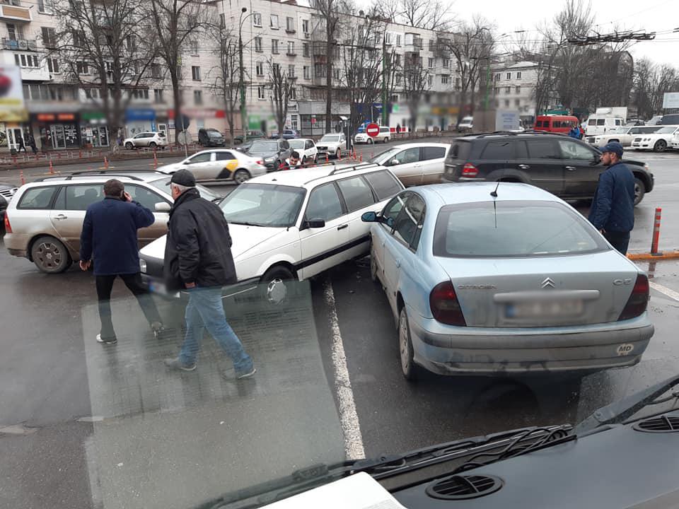 Цепное ДТП на Ботанике: три автомобиля не поделили перекрёсток (ФОТО)