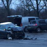 В столице столкнулись две машины: на место ЧП прибыли полицейские и врачи скорой помощи (ВИДЕО)