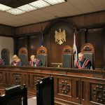 КС утвердил мандаты двух депутатов