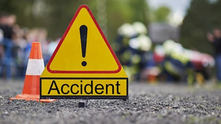 Жуткое ДТП в столице: водитель врезался в рекламный щит и погиб