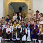 Мош Крэчун со своей свитой посетил примэрию Кишинёва (ФОТО)