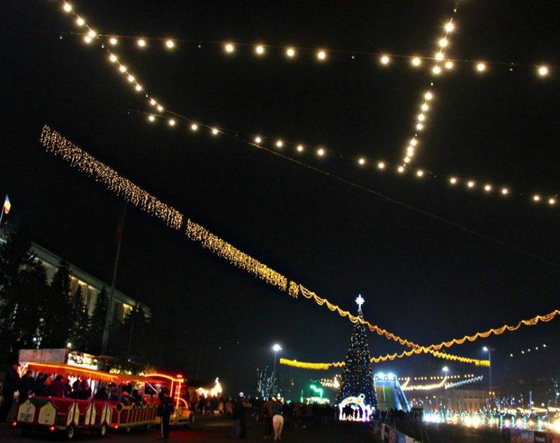 Жителей и гостей столицы приглашают на уличные новогодние спектакли