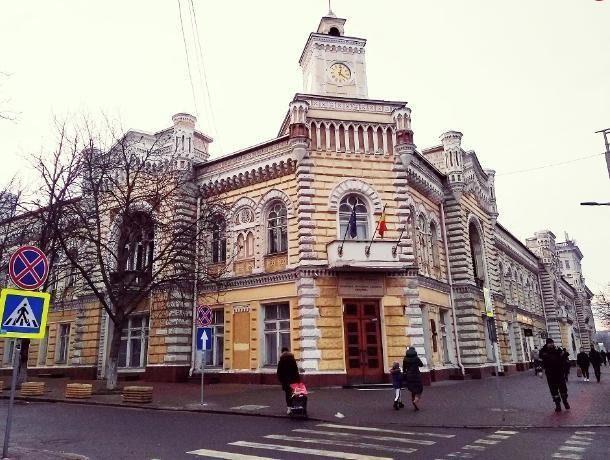 Часы на здании примарии Кишинева временно не будут работать: причина