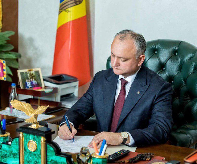 Додон поздравил Саркисяна с Днём независимости Армении