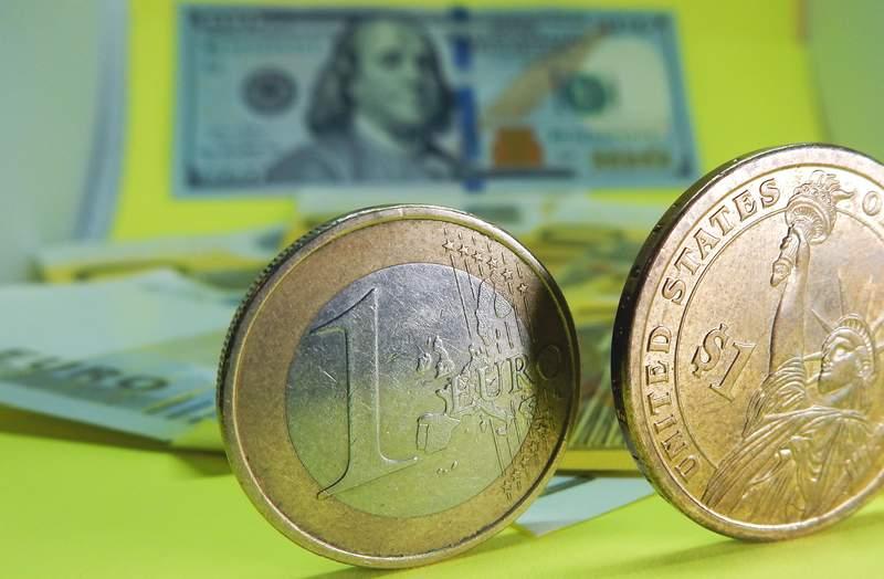 Курс евро и доллара продолжит падать
