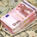 Курс валют: сколько будут стоить евро и доллар в последний понедельник апреля