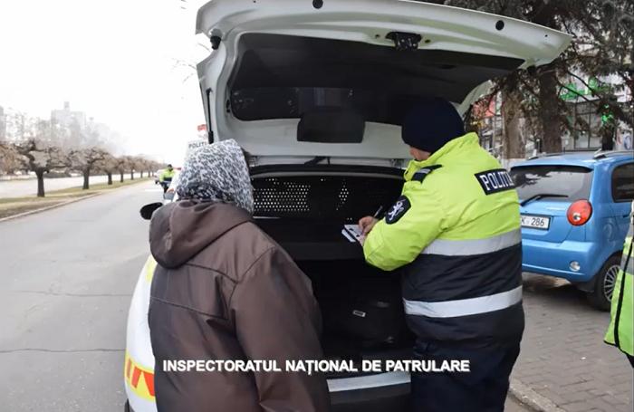 Водители ликуют: патрульные начали активно штрафовать пешеходов-нарушителей (ВИДЕО)