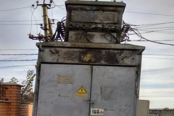 В Бешалме из-за замыкания загорелся трансформатор