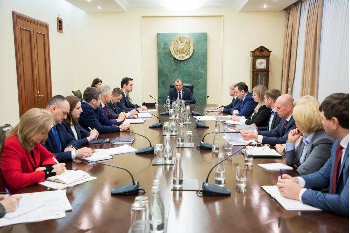 Премьер обсудил возможности упрощения экспортной процедуры