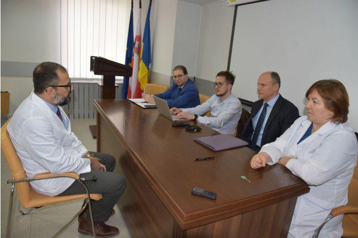 Группа американских стоматологов проходит учёбу в молдавском медуниверситете