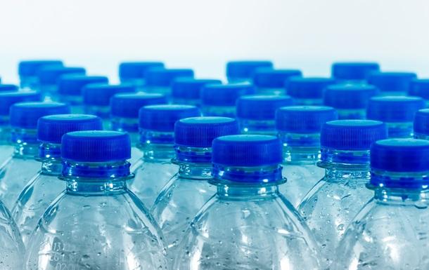 Парламент Республики Молдова отказался от пластиковых бутылок