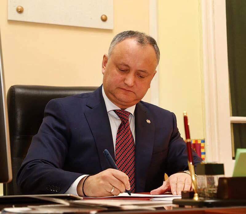 Додон поздравил президента Украины с днём рождения